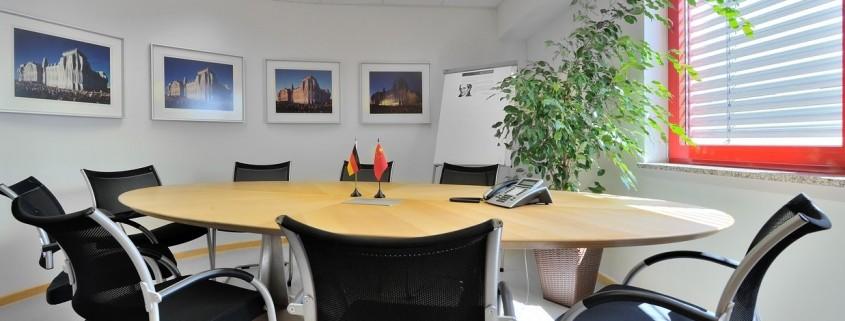 Das Bild zeigt das Besprechungszimmer von Kraus Finanz